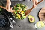 cegah kanker payudara dengan konsumsi makanan sehat ini halodoc