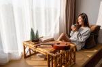 kelola-stres-dengan-baik-dapat-mencegah-gangguan-lambung-halodoc