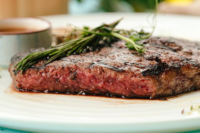 Kenali Istilah Kematangan Daging Steak dan Nutrisinya