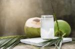 mitos atau fakta air kelapa mampu mencegah batu ginjal halodoc