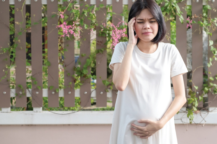 4 Langkah Meredakan Sakit Kepala pada Ibu Hamil