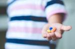Oralit Alami atau Medis, Manakah yang Ampuh untuk Atasi Diare Anak?