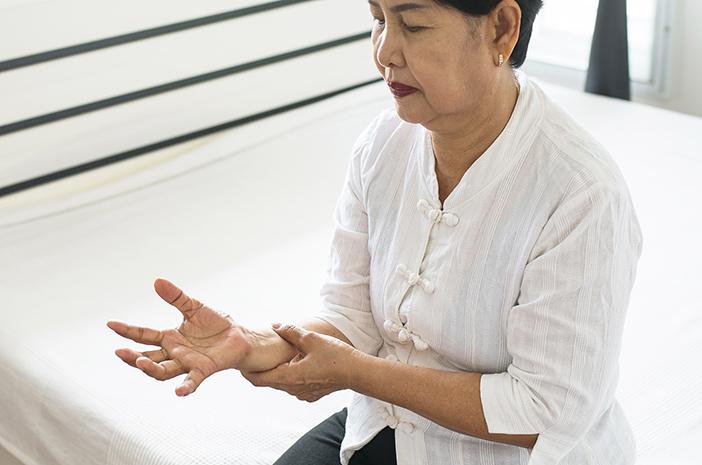 Parkinson Bisa Memicu Masalah Menelan, Apa Sebabnya?