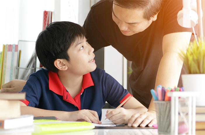 Tips Mendidik Anak Laki-Laki yang Beranjak Remaja