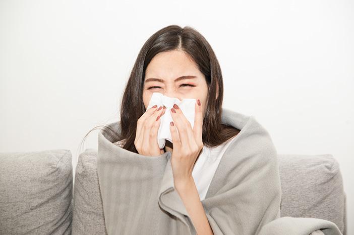 Bolehkah Orang yang Alami Gejala Flu Ringan Divaksin COVID-19?