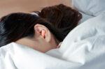 Cek Fakta: Benarkah Tidur Menggunakan Ear Plug Berbahaya?