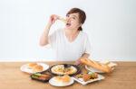 Ini Bahaya Keseringan Makan All You Can Eat