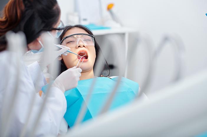 Ini Keuntungan Menanam Gigi Palsu dengan Cara Implan