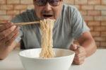 Alasan Pengidap Kanker Usus Tidak Boleh Makan Mi Instan
