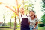 tahap-perkembangan-anak-usia-10-12-tahun-halodoc