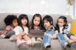 Adakah Pengaruh Penggunaan Gadget Terhadap Mata Anak?