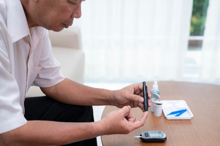 Begini Cara Mengontrol Diabetes pada Lansia