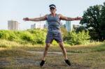 Cara Terhindar dari Cedera saat Olahraga Jumping Jacks - Halodoc
