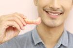 jenis jenis gigi palsu dan cara pemasangannya halodoc